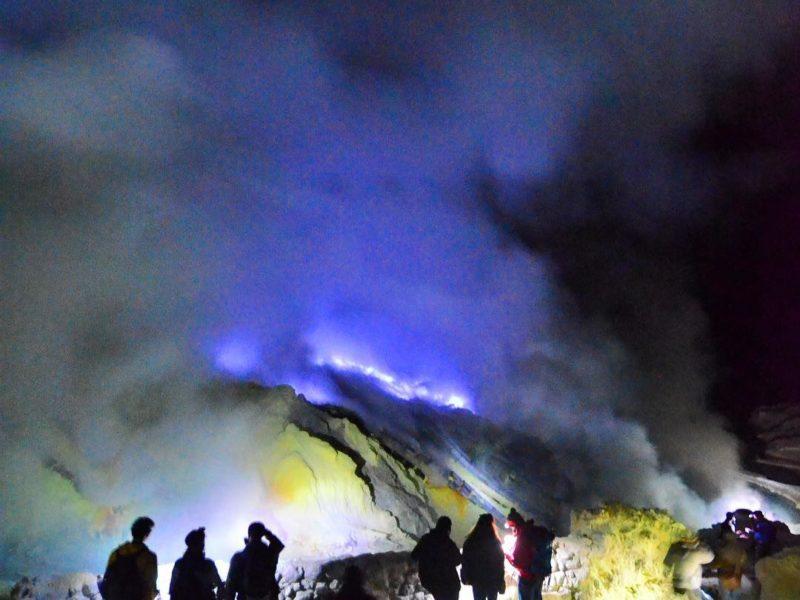 bluefire in ijen crater, kawah ijen